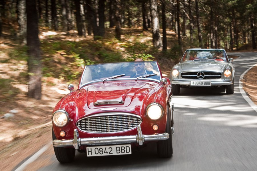 Austin Healey vs Mercedes Benz SL